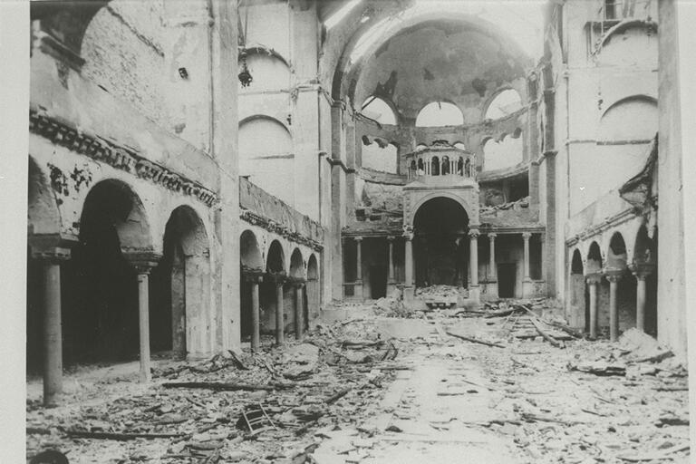 Interior_view_of_the_destroyed_Fasanenstrasse_Synagogue,_Berlin