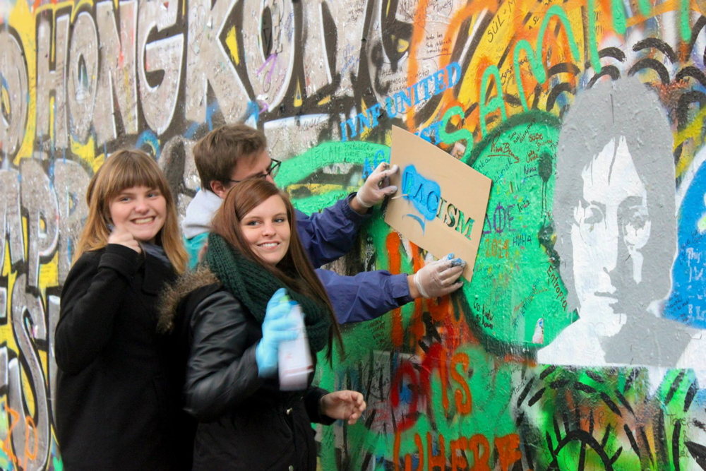 cz-iynf-urbanartaction-johnlennonwallinprague3