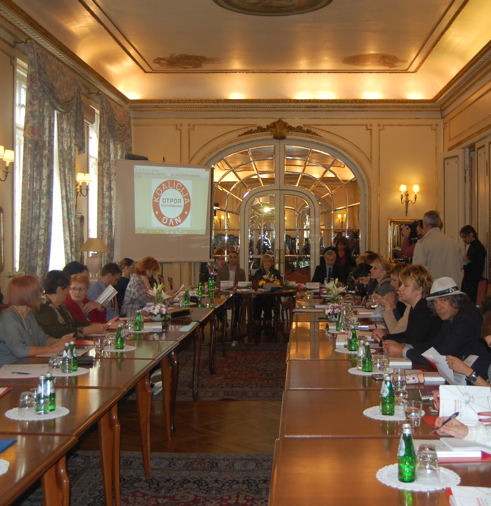 rs-helsinki_committeefor_humanrightsinserbia-round_table-resistance_to_extremism-photo2